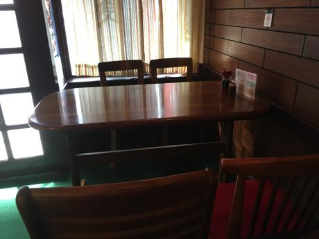 くに_テーブル席